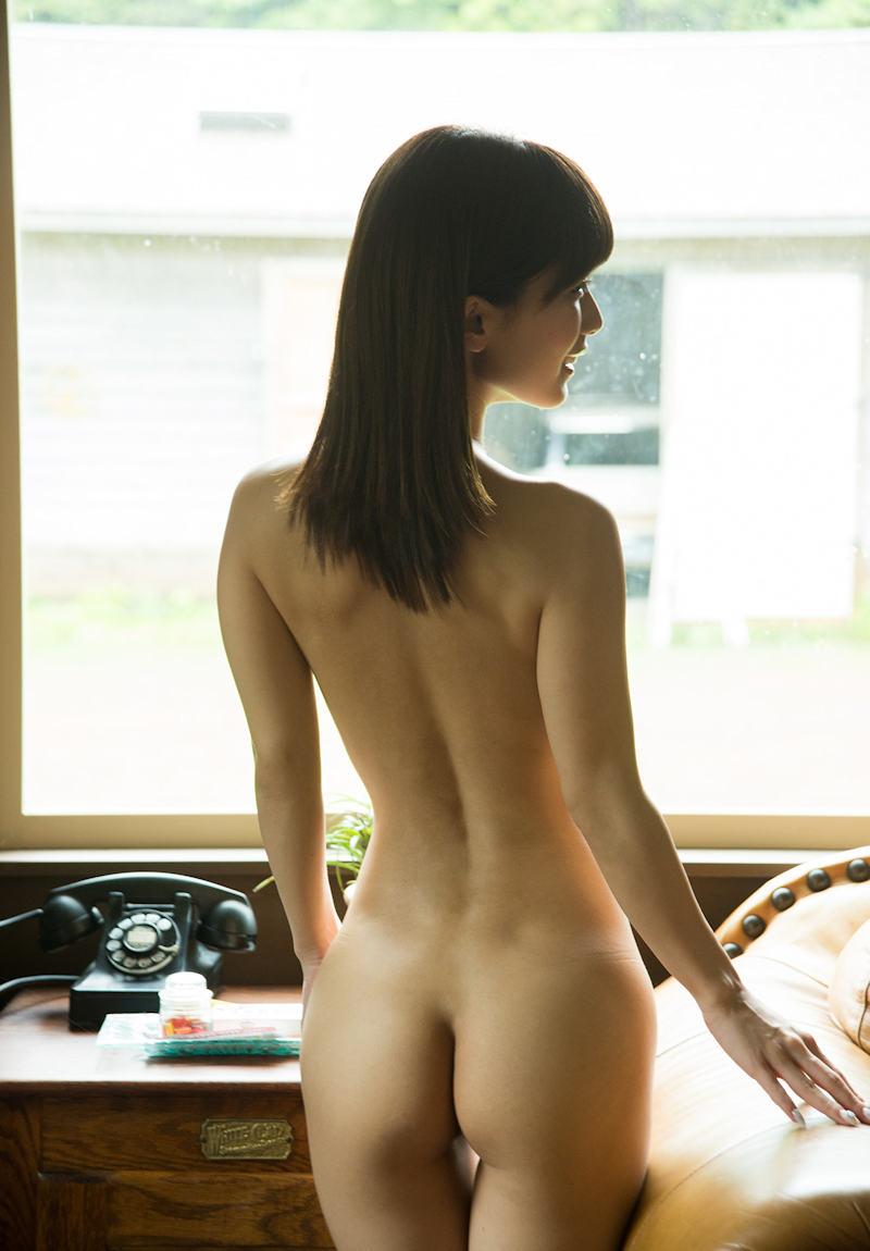 背中も腰も尻も美しい女性 (8)