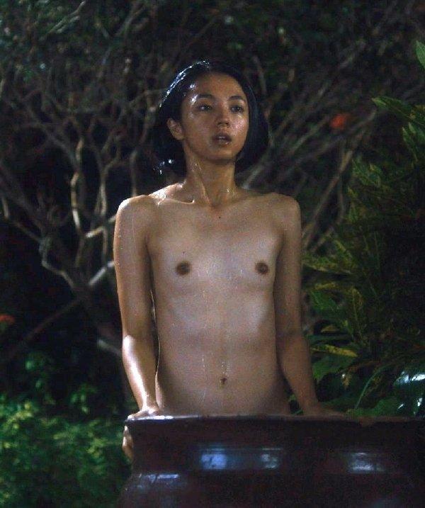 美しい芸能人のセクシーな入浴シーン (12)