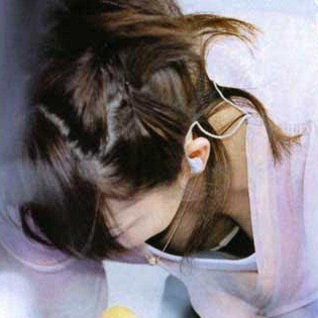 芸能人の胸チラをキャプチャ (9)