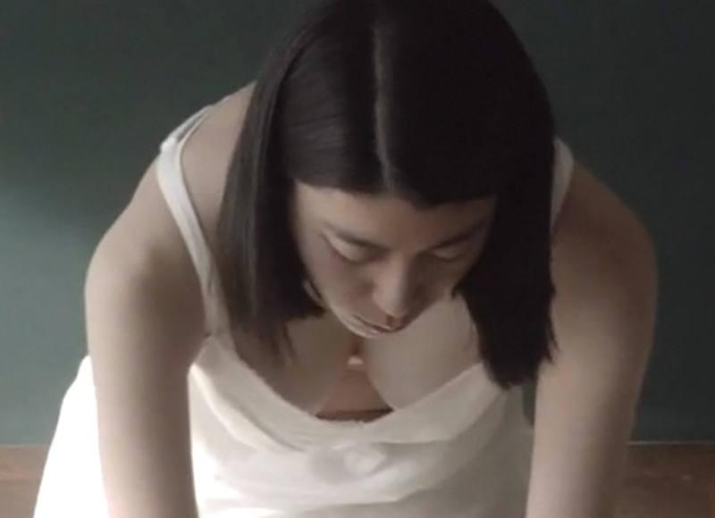 芸能人の胸チラをキャプチャ (6)