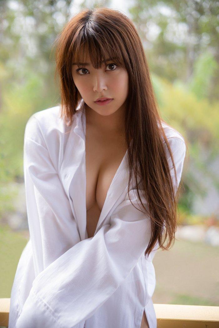綺麗な芸能人のセクシーな美巨乳 (12)