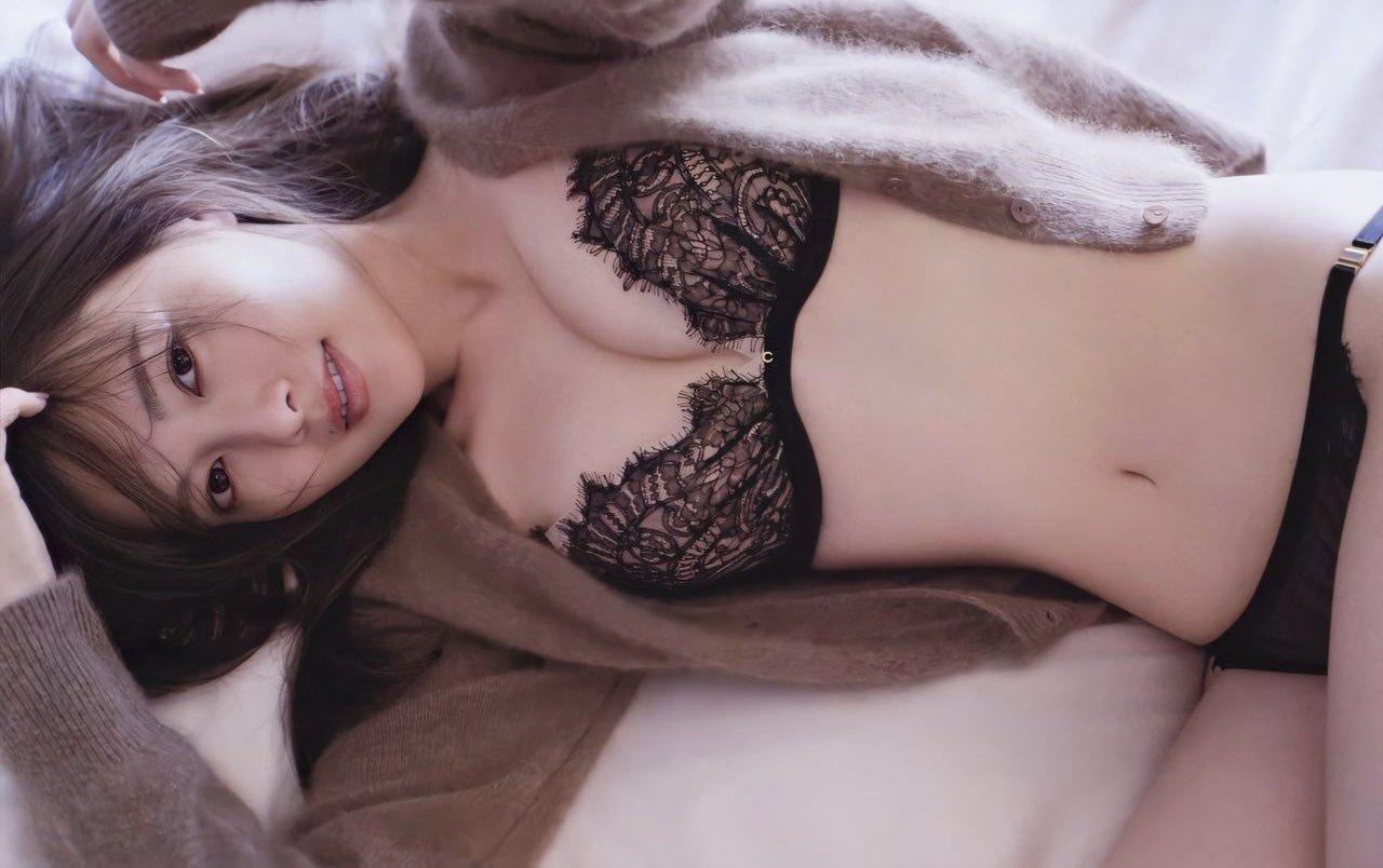 芸能人のランジェリー姿 (19)