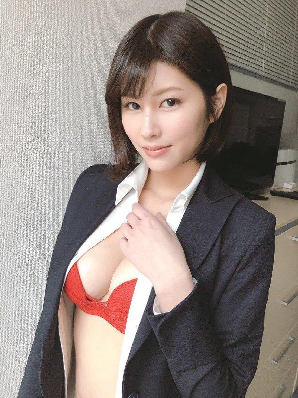 神ボディの美女が誘惑SEX、美乃すずめ (2)