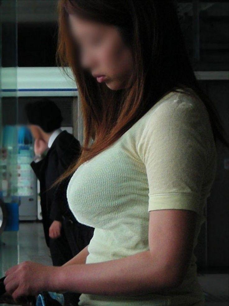 着衣でブラジャーも透けてる巨乳女性 (12)