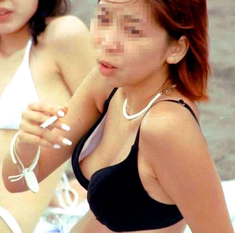 ビキニから乳首チラしてる素人女子 (14)