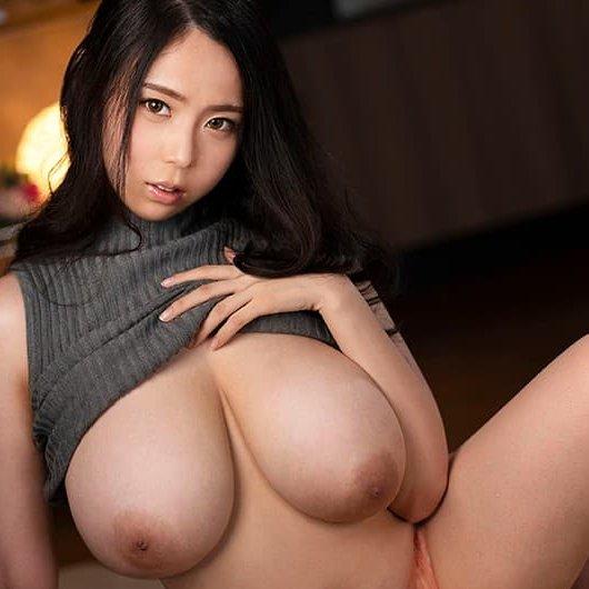 超爆乳の美女が密着SEX、吉根ゆりあ (1)