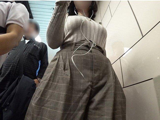 街で見つけた着衣巨乳 (11)