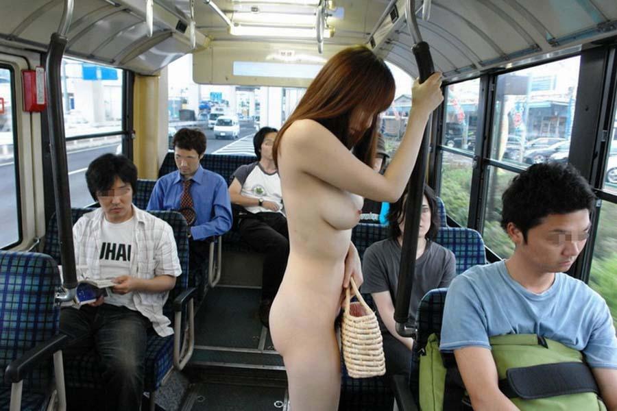 どこでも素っ裸になる露出狂 (14)