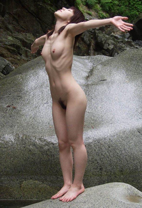 スレンダー巨乳の美女 (8)
