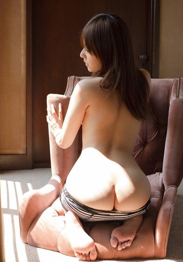 半ケツになってる脱衣中のお尻 (5)