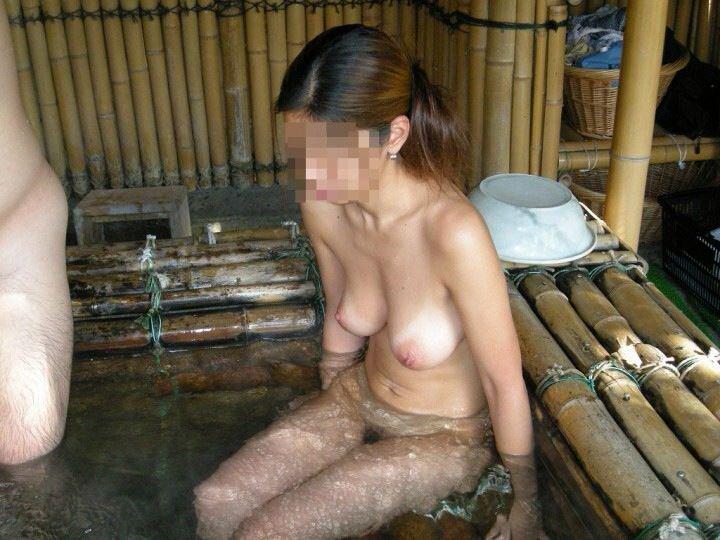 素っ裸で入浴中の素人女子 (5)