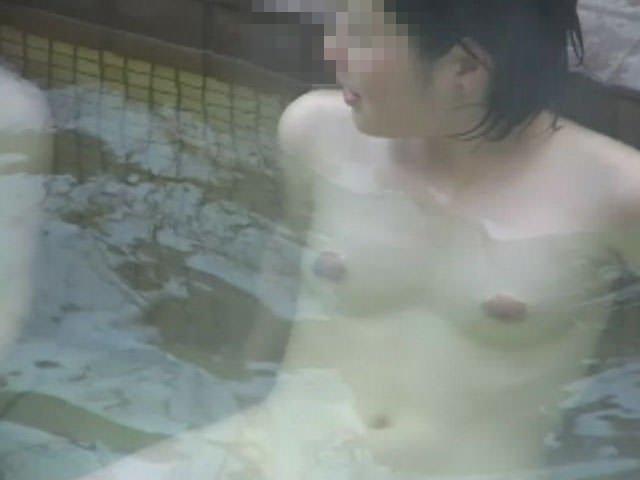 素っ裸で入浴中の素人女子 (17)