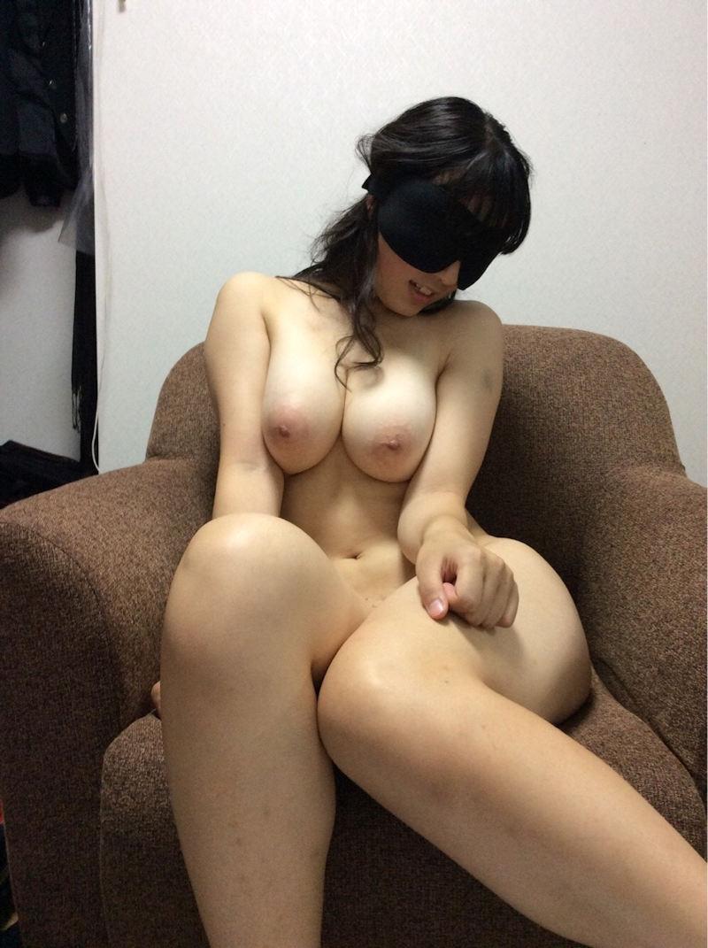 素人女性の巨乳ヌード (17)
