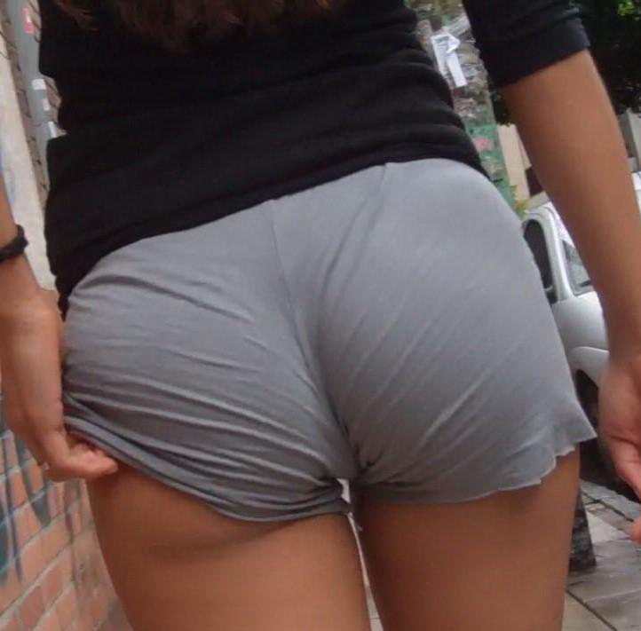 ホットパンツからお尻が見えてる素人女子 (12)