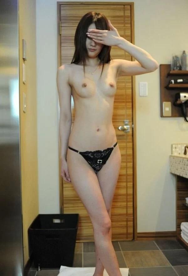 ラブホで撮影した全裸女性 (12)