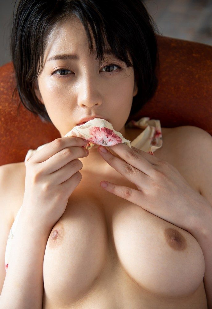 ショートヘアの美女が本番SEX、夏目響 (4)