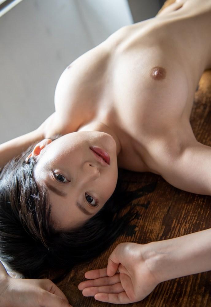 ショートヘアの美女が本番SEX、夏目響 (8)