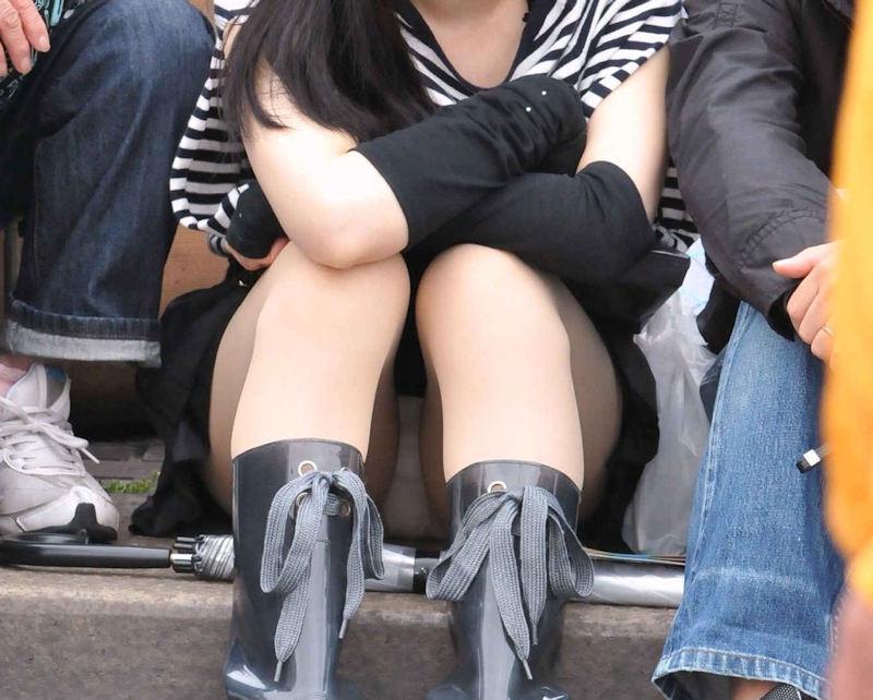 街中でパンチラしまくる素人女子 (4)