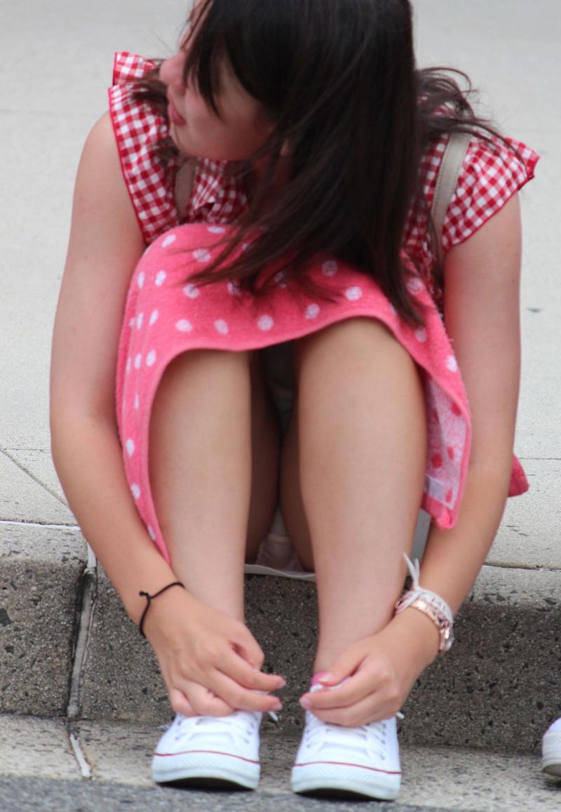 街中でパンチラしまくる素人女子 (12)