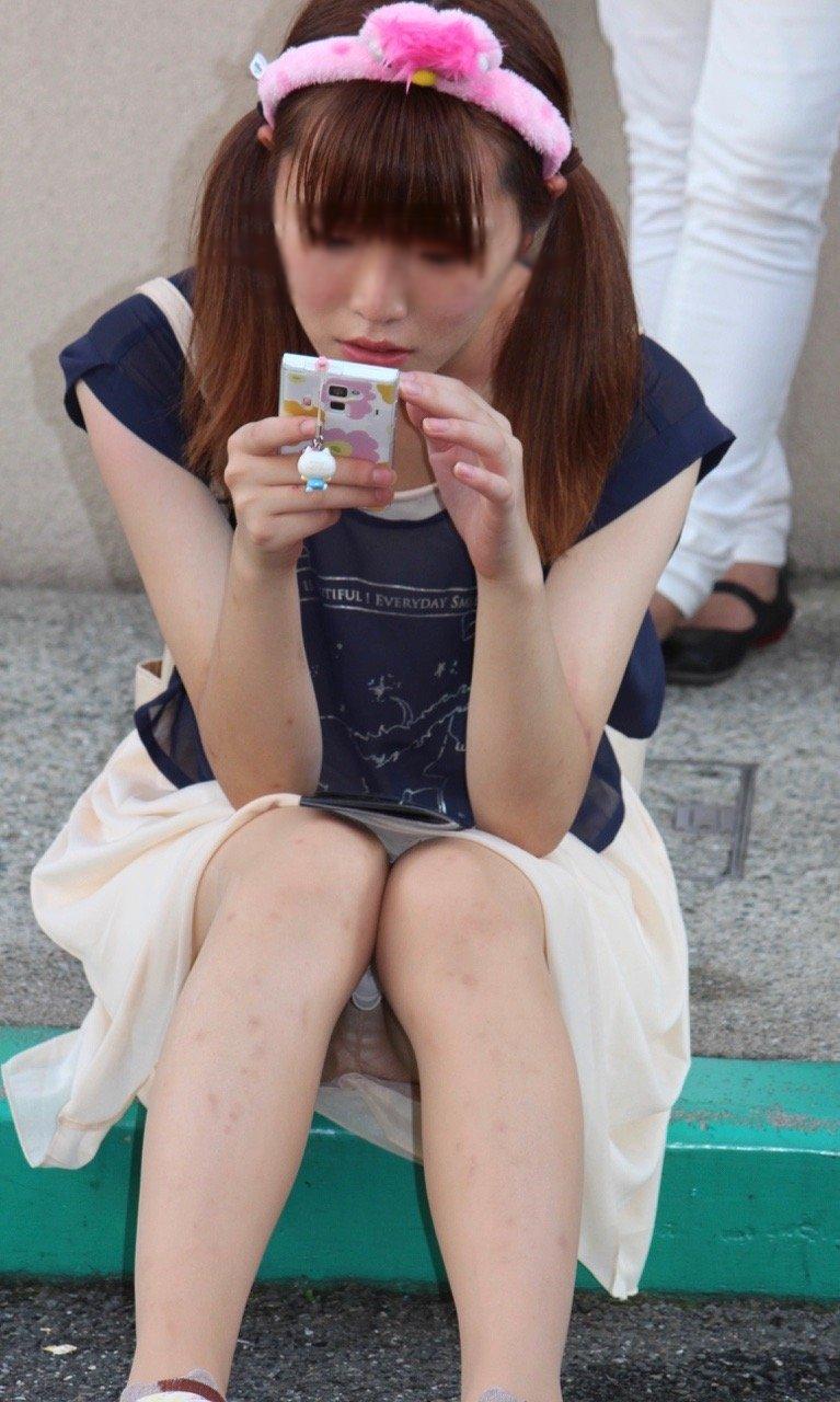 街中でパンチラしまくる素人女子 (19)