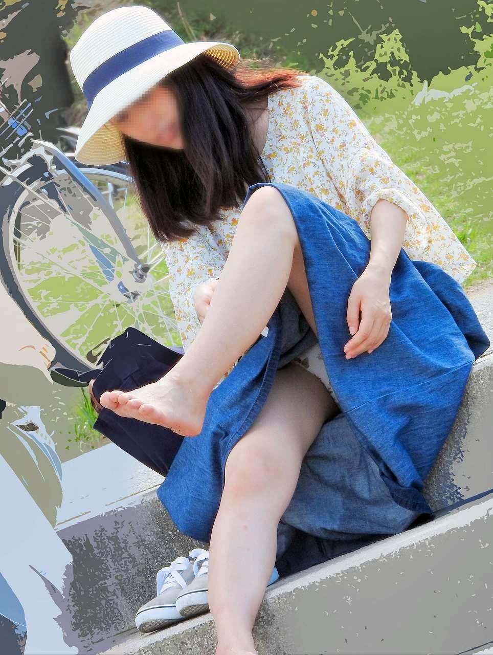 街中でパンチラしまくる素人女子 (9)