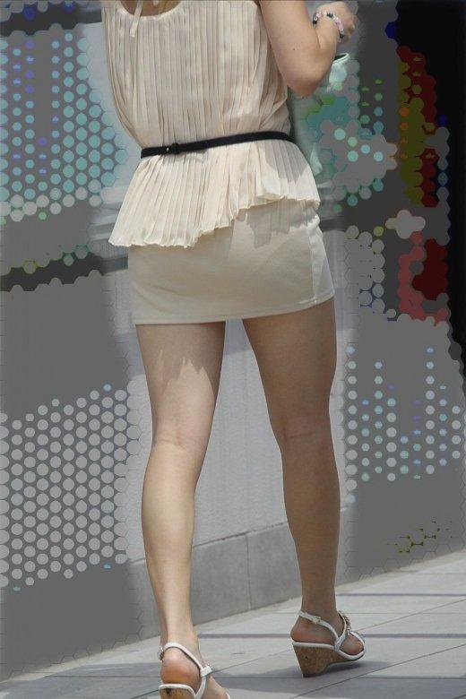 薄手のスカートで透けパン (15)