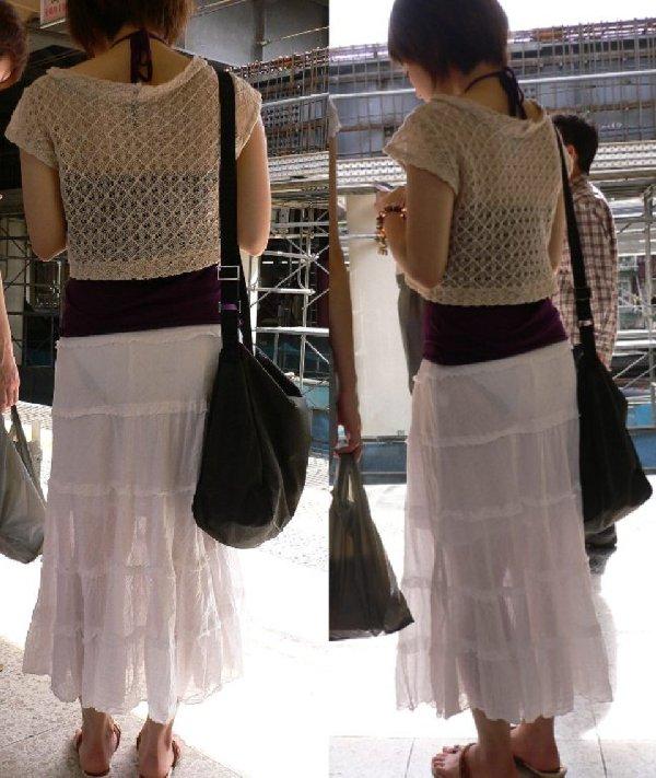 薄手のスカートで透けパン (3)